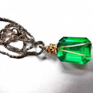 Lovely 18x18mm Lab Created Emerald